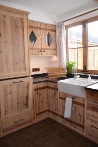Altholz Küche hochgestellter Geschirrspüler